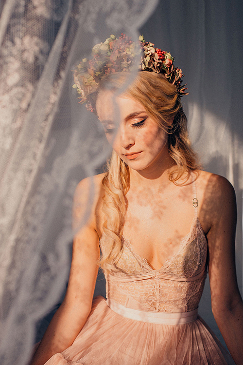 flowergown : zauberhaftfloristik photography : julie schönewolf hair/make up : uta stabler model : luise morgen
